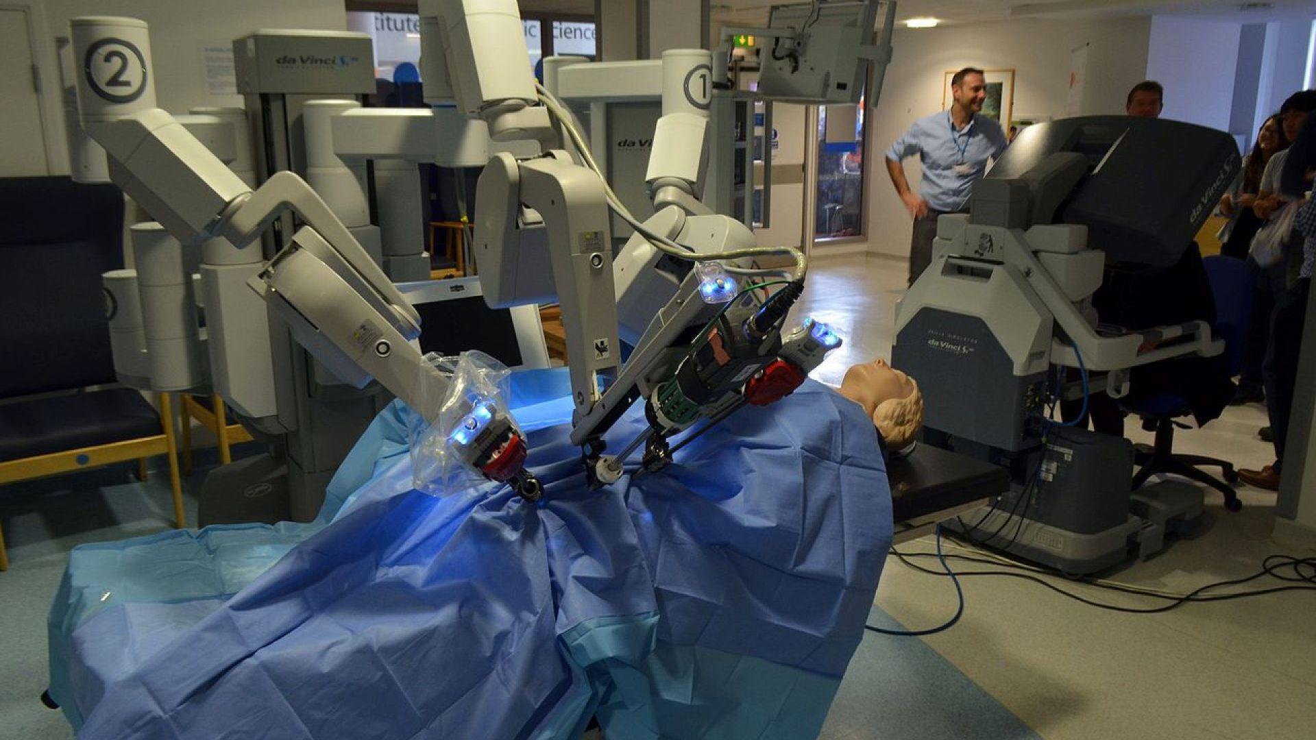 В Плевен демонстрираха, че могат да оперират болни от Ковид-19 с робот*