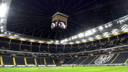 Бундеслигата ще се подновява с по 239 човека на стадиона
