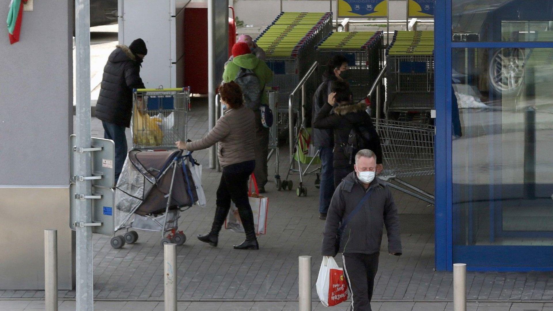 Промяна в зелените коридори за пенсионери: в магазините само от 8:30 до 10:30ч., в аптеките отпадат