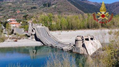 Срути се мост на оживен път в Северна Италия, има пострадал