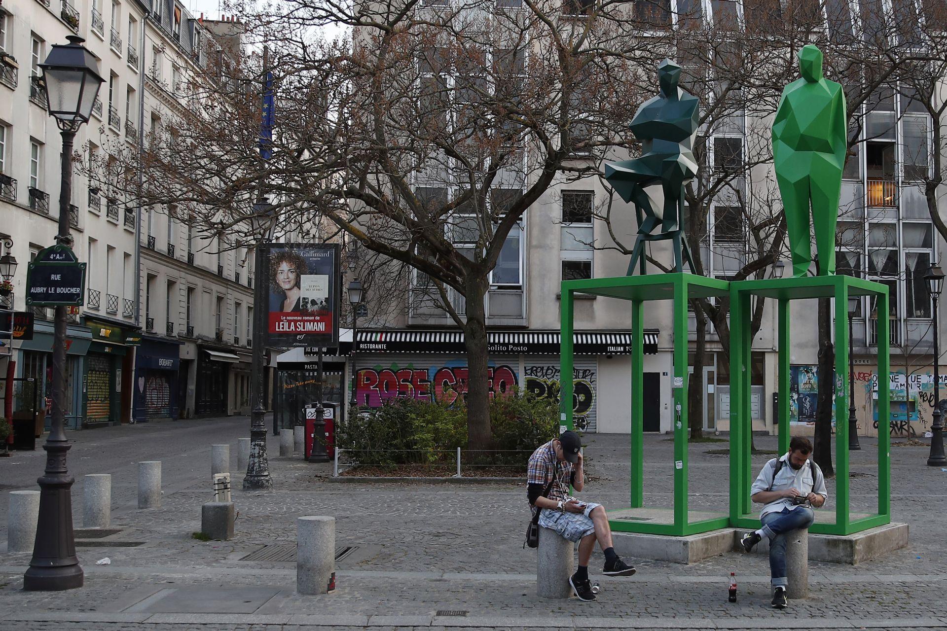 Социална изолация в Париж
