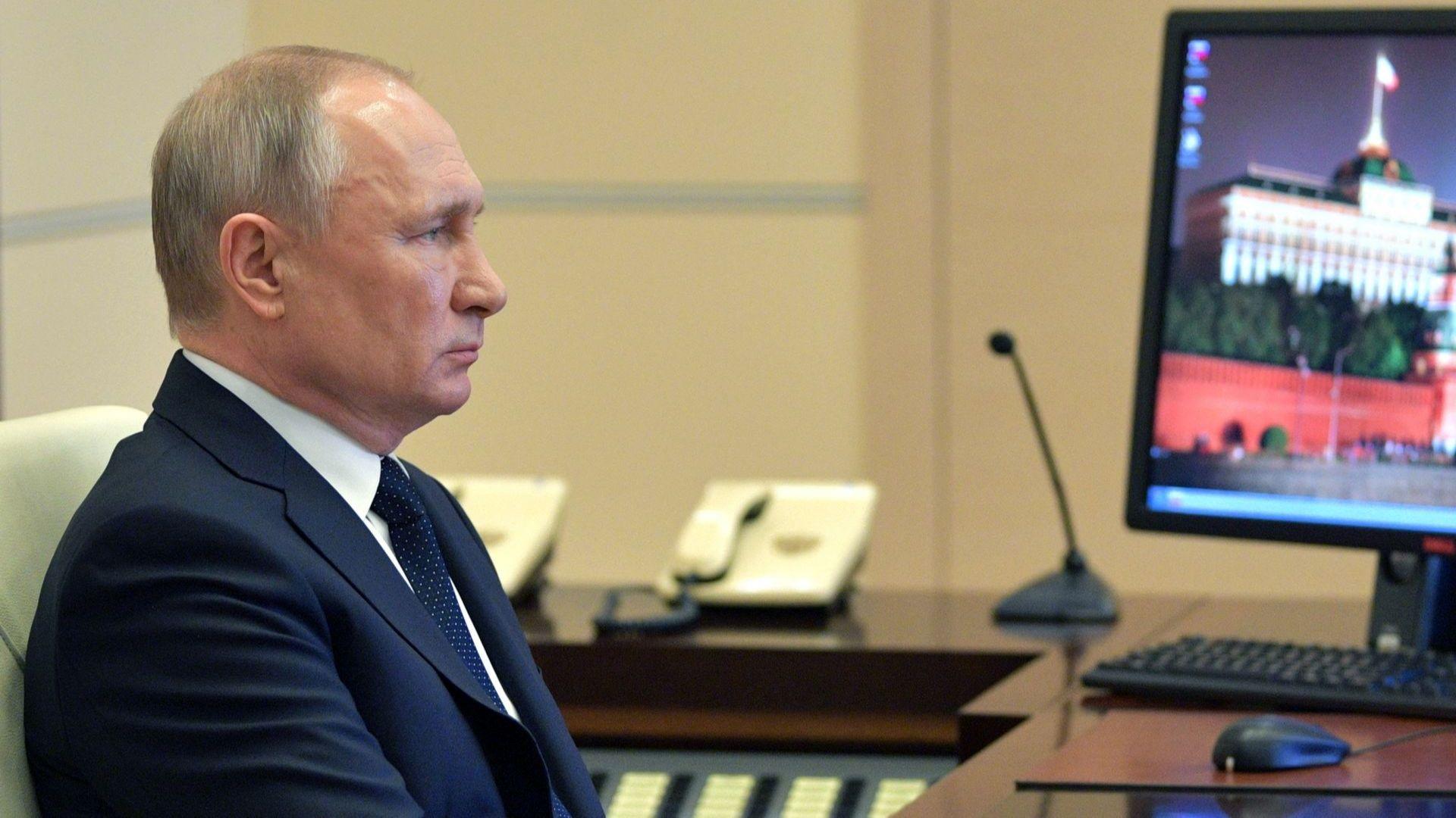 Президентът на Русия Владимир Путин обеща днес отпускане на финансови
