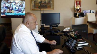 Глоба за министър Банов след сигнал на гражданин, че пуши на онлайн заседание на МС