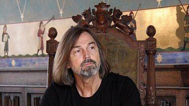 Най-богатият руски художник катастрофира на рождения си ден
