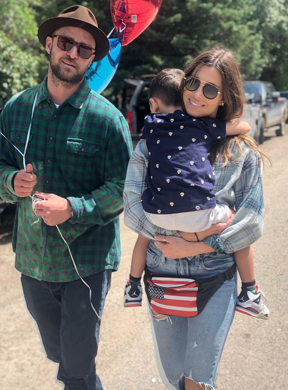Джъстин Тимбърлейк с Джесика Бийл и първия им син Сайлъс