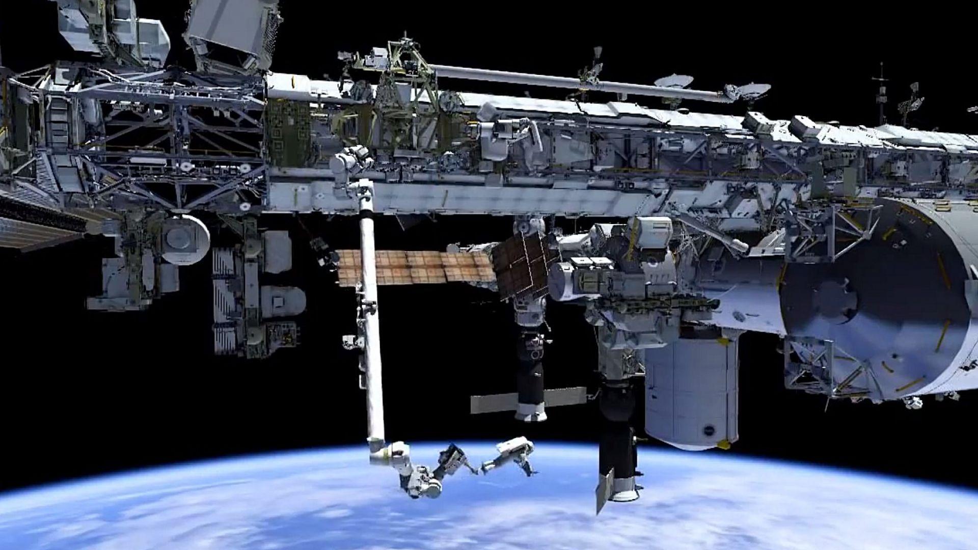 Руските космонавти приключиха работата си в открития космос