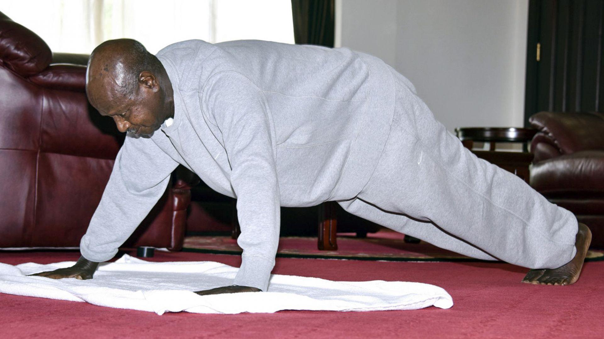 Президентът на Уганда Йовери Мусевени публикува видеоклип, в който показва