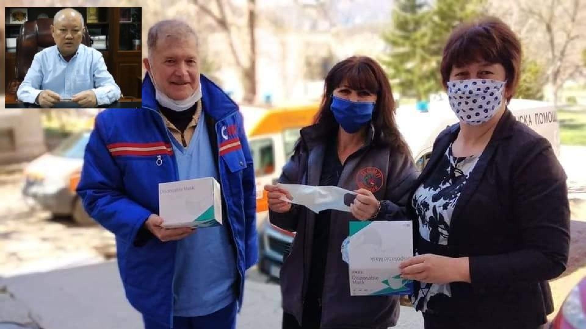 Китаец изпрати 10 000 маски на община Земен: Дръж се, България! (видео)