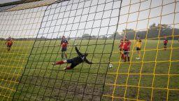 Страх от вирус и футбол с дистанция костваха на немци загуба с 0:37