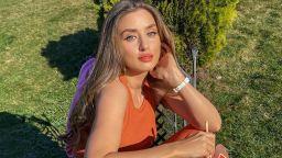 """Саня Борисова в """"оранжевата"""" прегръдка на слънцето"""