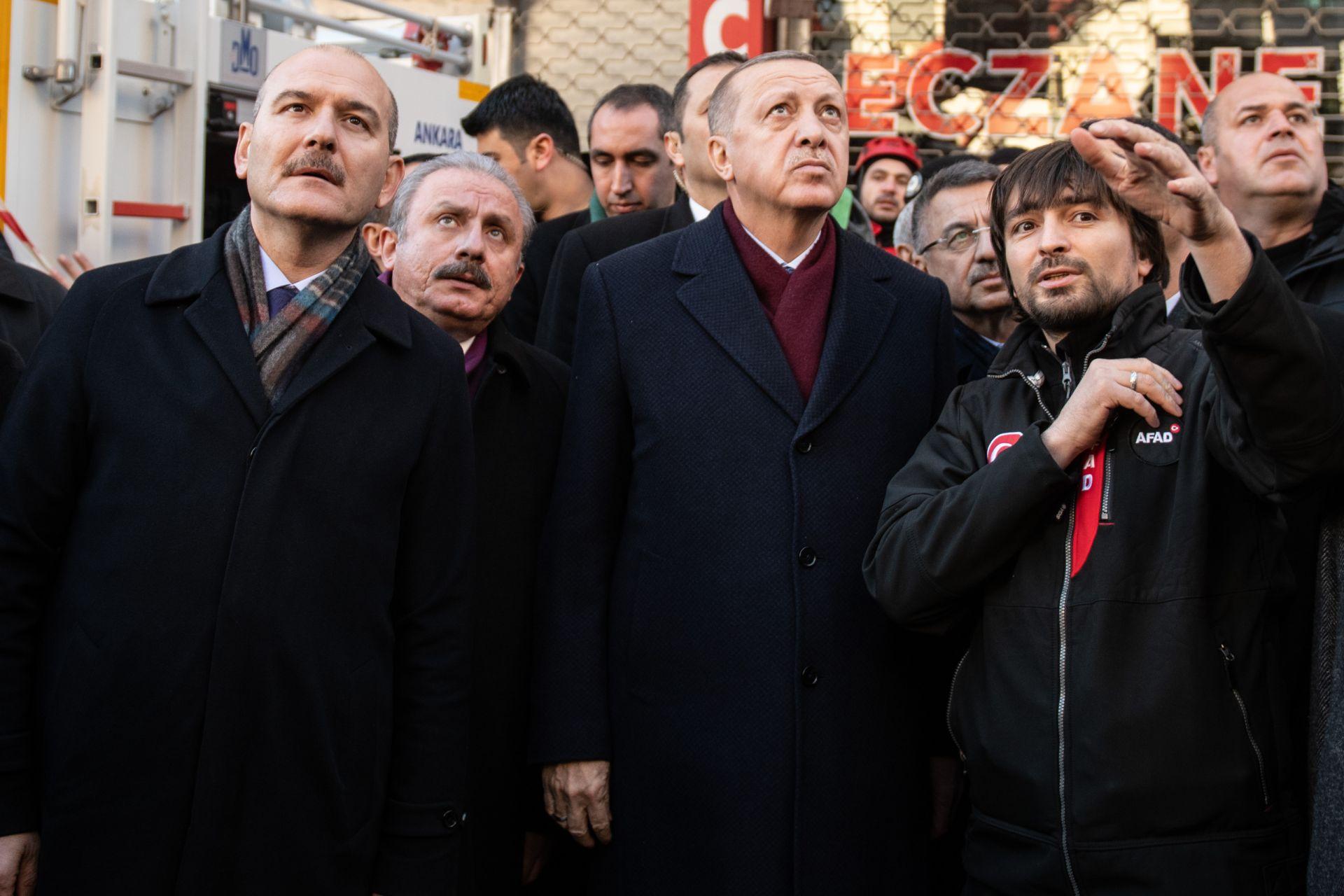 Сюлейман Сойлу (вляво) с президента Ердоган