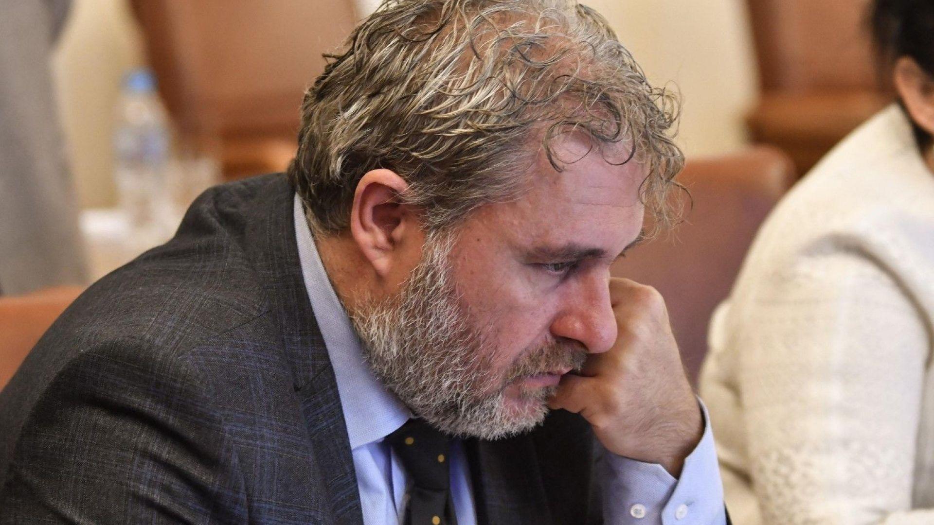 Прокуратурата разследва министър Боил Банов заради небостъргач (обновена)