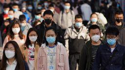 Си Дзинпин стяга армията на Китай на фона на пандемия от коронавирус