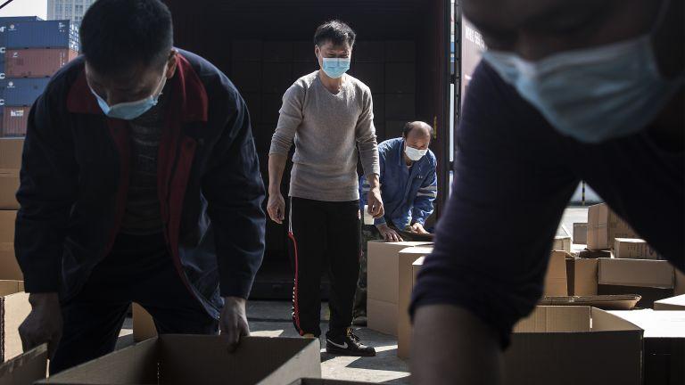 Стотици хиляди жители на Китай бяха подложени на локдаун днес