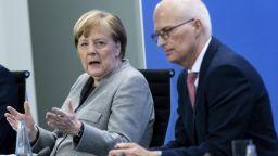 "Меркел обяви ""крехък междинен успех"" и отваряне на магазините до 800 кв. метра"