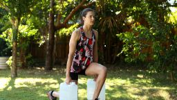 Спорт вкъщи: Двукратната олимпийска шампионка Кейт Кембъл тренира с туби