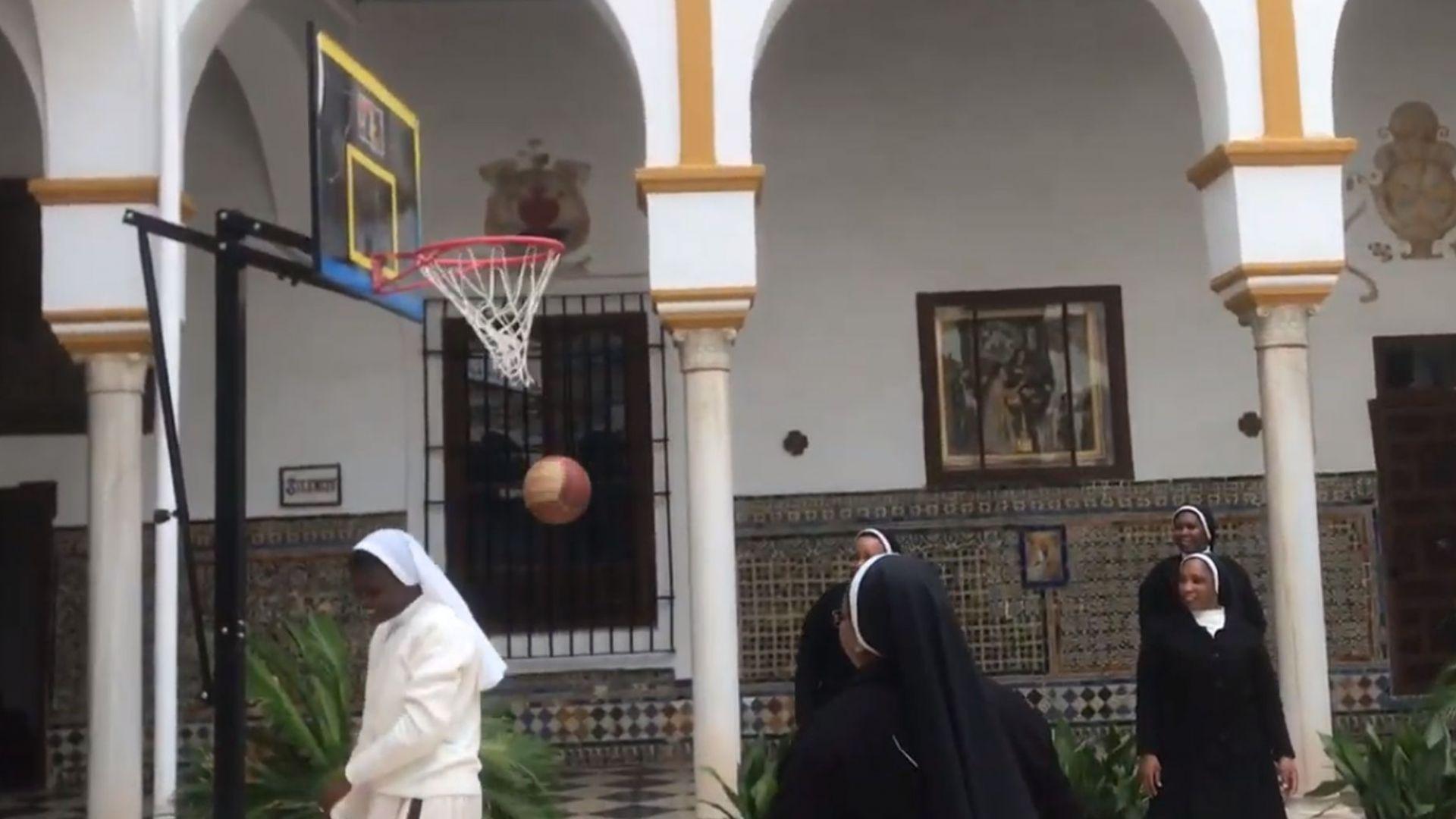 Дриймтим в манастира - монахини шият маски и бележат кош след кош (видео)