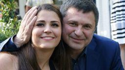 Дъщерята на Милен Цветков пристигна, екип на ВМА я чакаше на летището