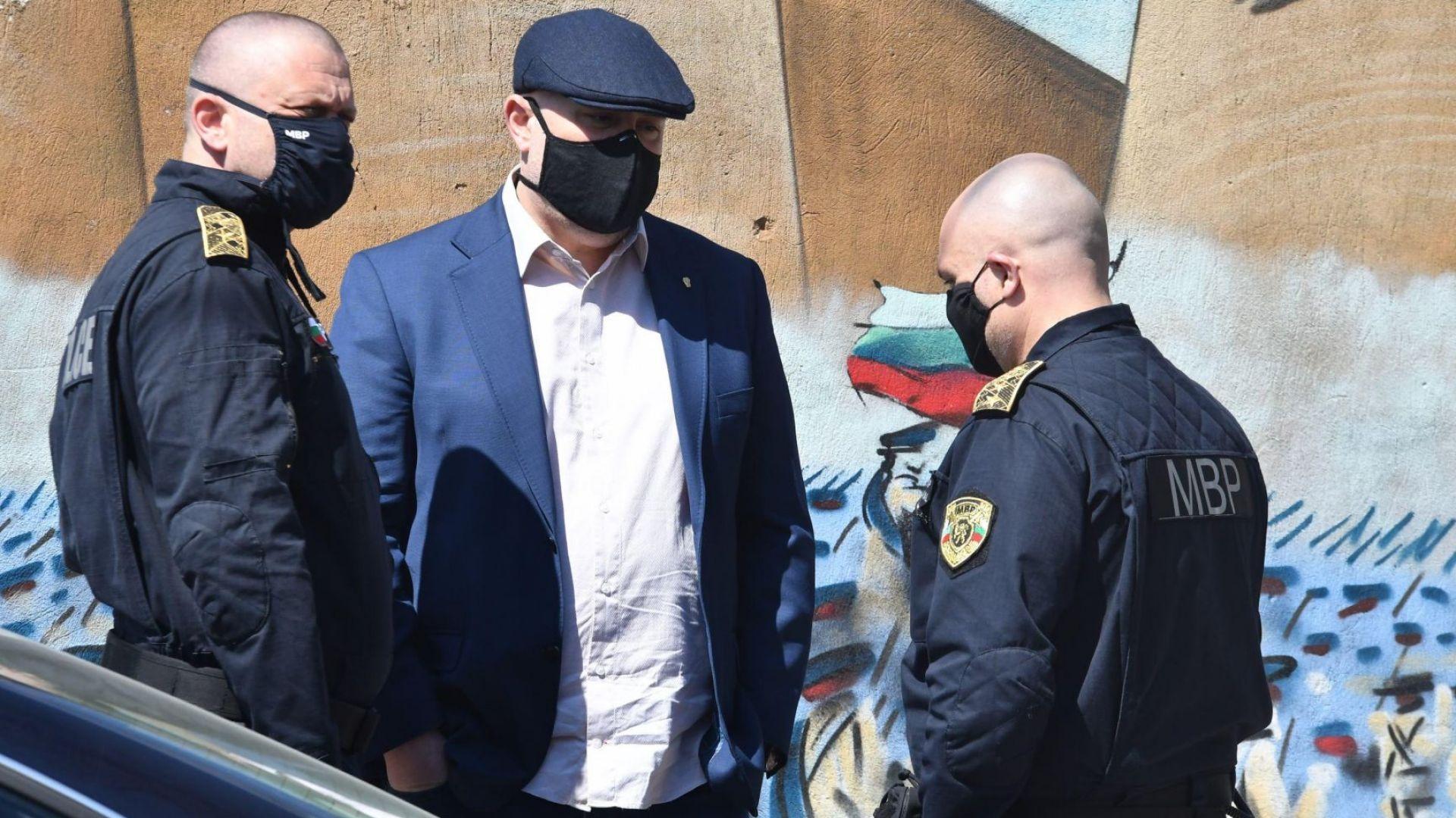 Задържаха поръчителите и биячите на Слави Ангелов в София (снимки)