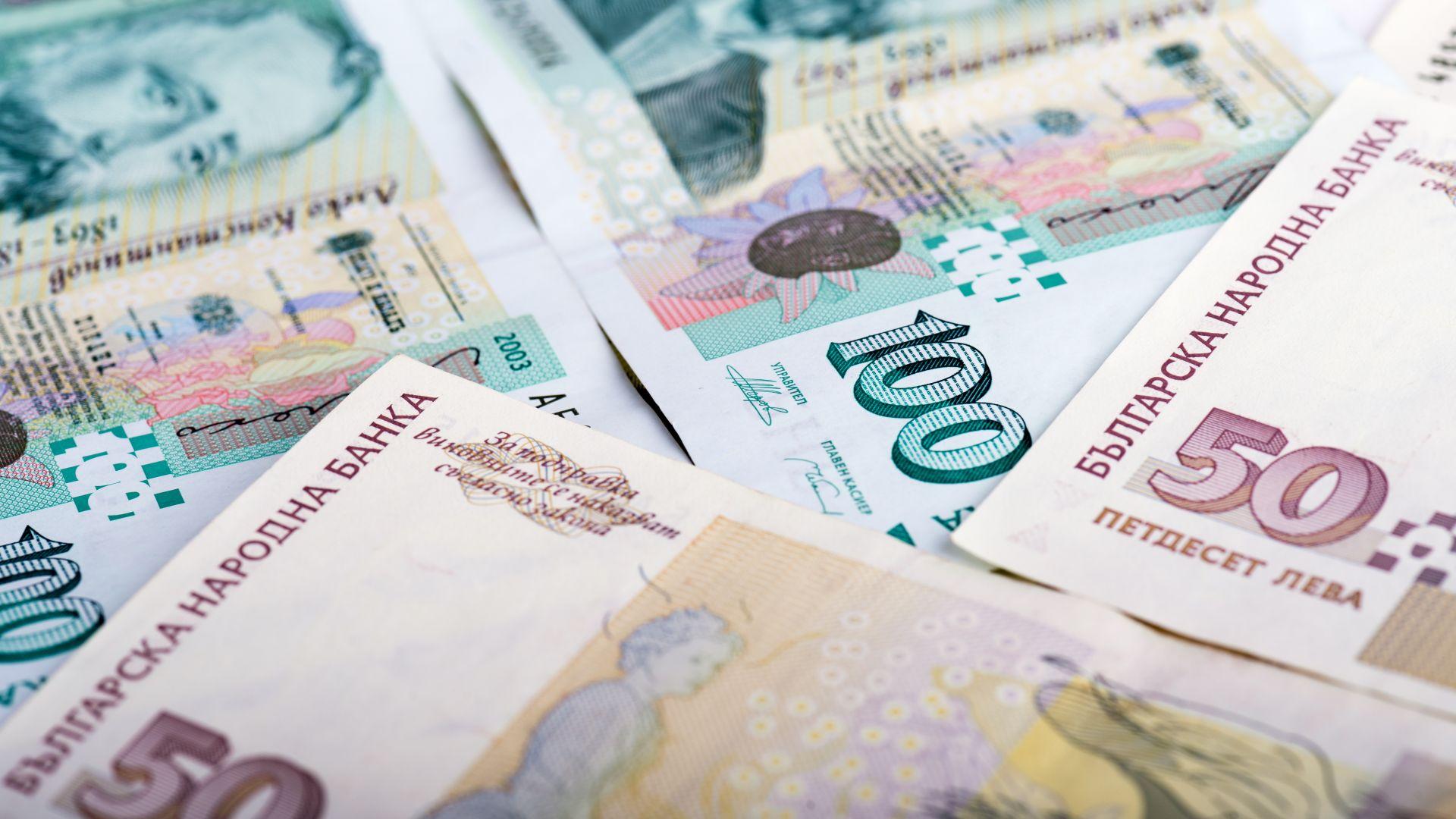 В края на юни наетите намаляват на годишна база с 4,7%, а заплатите се вдигат средно с 6.1%