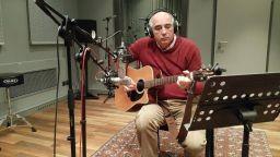 """Гледайте """"Изкуството на песента-акустично"""" с Кирил Калев, един от създателите на Радио FM+"""