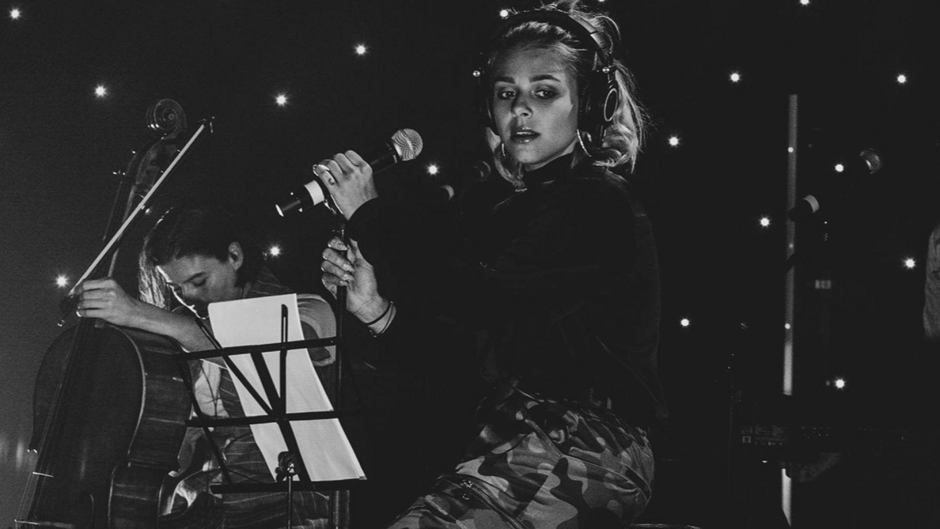 Виктория в онлайн концерт на Евровизия тази вечер