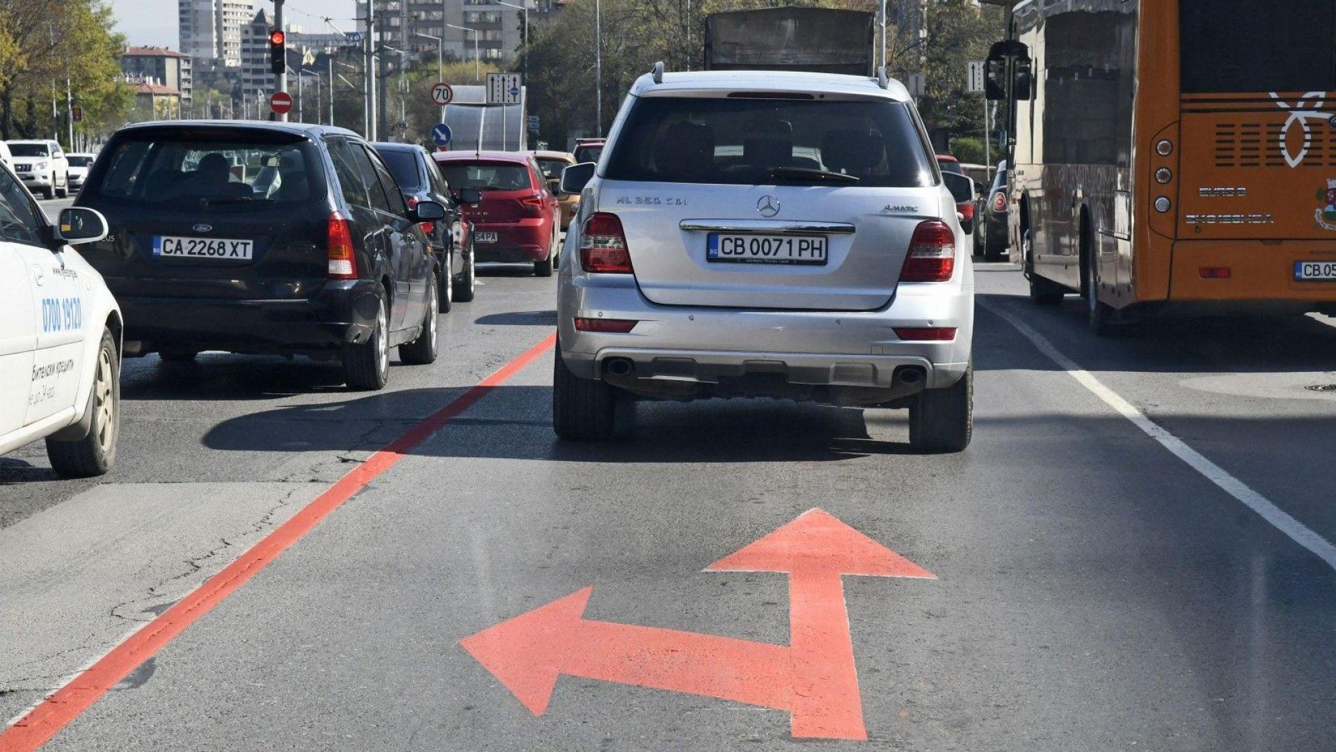 """Започна нов ремонт на столичния булевард """"България"""", пак има задръствания"""