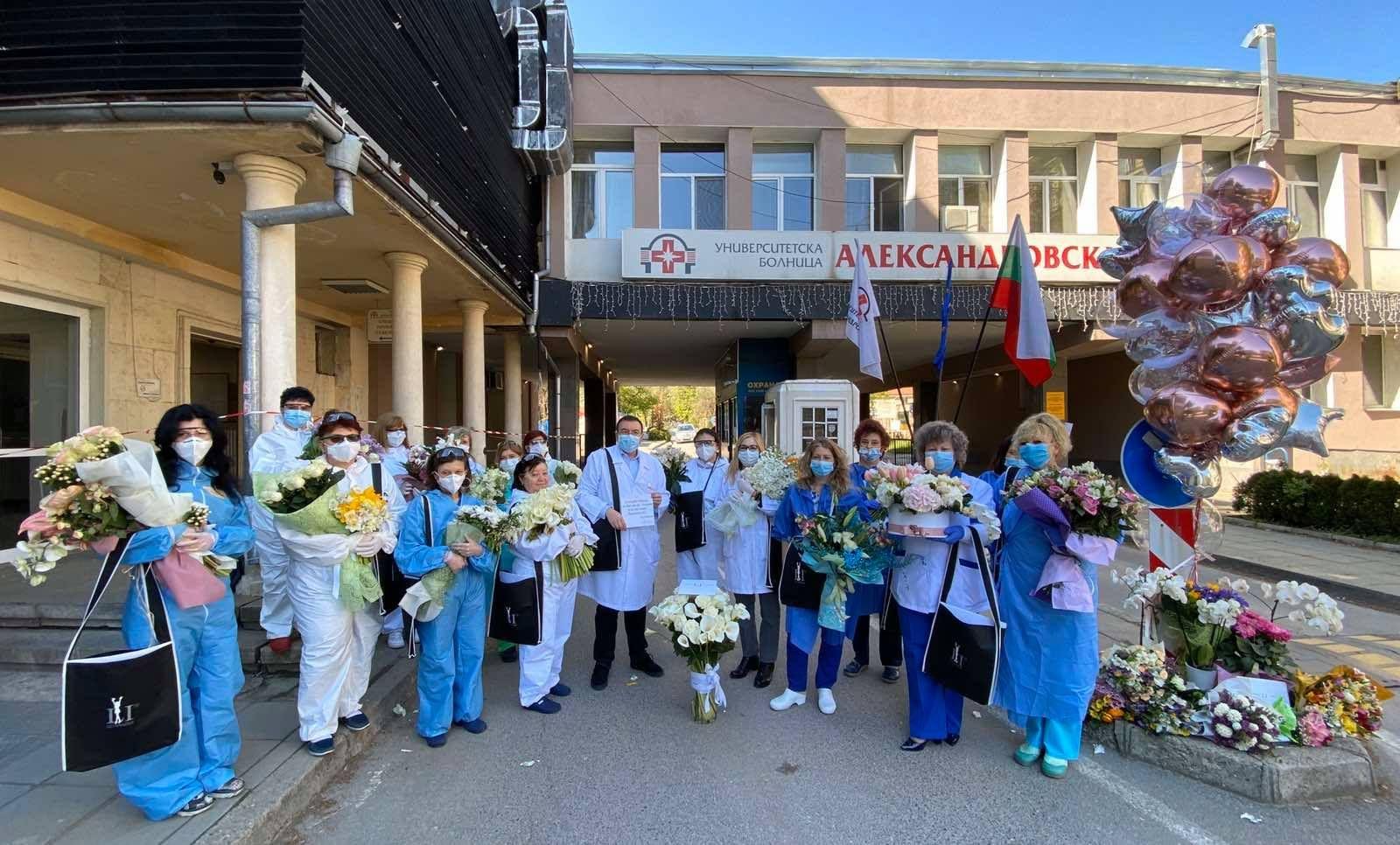 """Медиците от УМБАЛ """"Александровска"""" с проф. д-р Костадин Ангелов"""