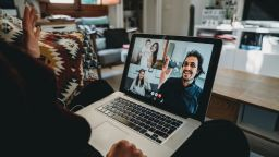 Видеочат през приложението Zoom послужи за издаване на смъртна присъда
