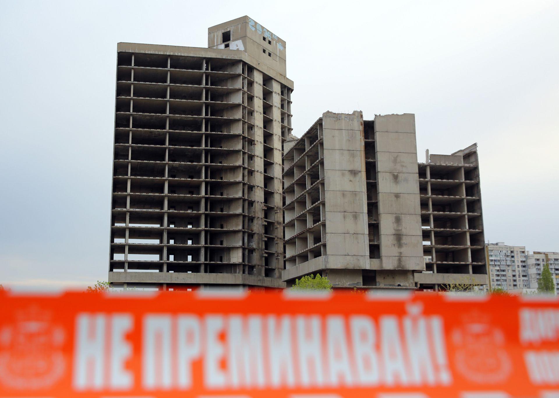 """Рушащата се от години сграда на ИПК """"Родина"""" на столичния булевард """"Цариградско шосе"""" бе съборена днес между 9:00 и 10:00ч."""