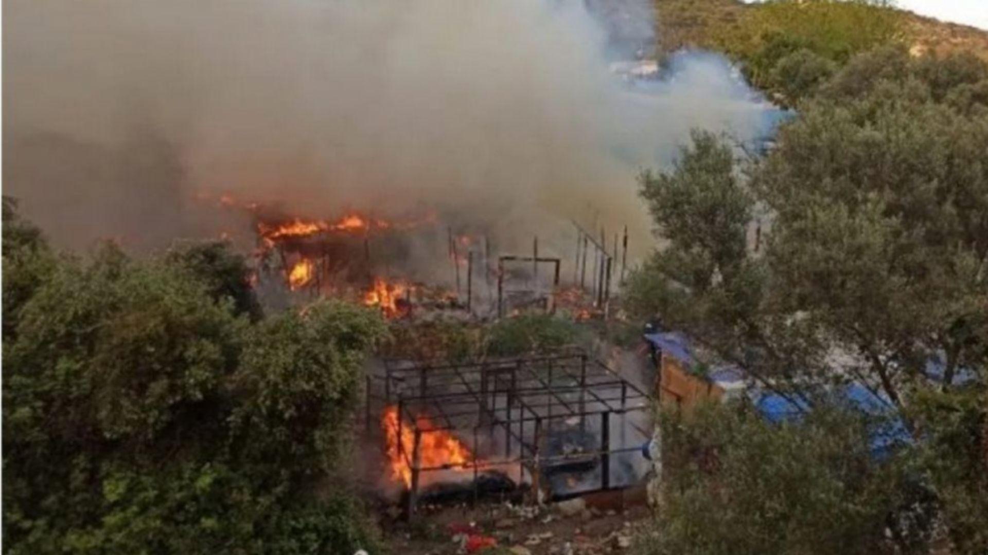 Най-малко два пожара са избухнали в непосредствена близост до лагер