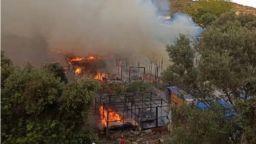 Пожари бушуват на гръцкия остров Самос в близост до лагер за мигранти