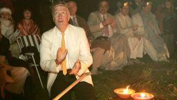 Дейвид Линч иска да медитирате и да правите лампи по време на карантината