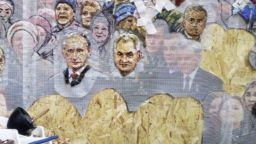 За 9 май - Москва готова с гигантска църква с мозайки, изобразяващи Путин и Сталин (видео)