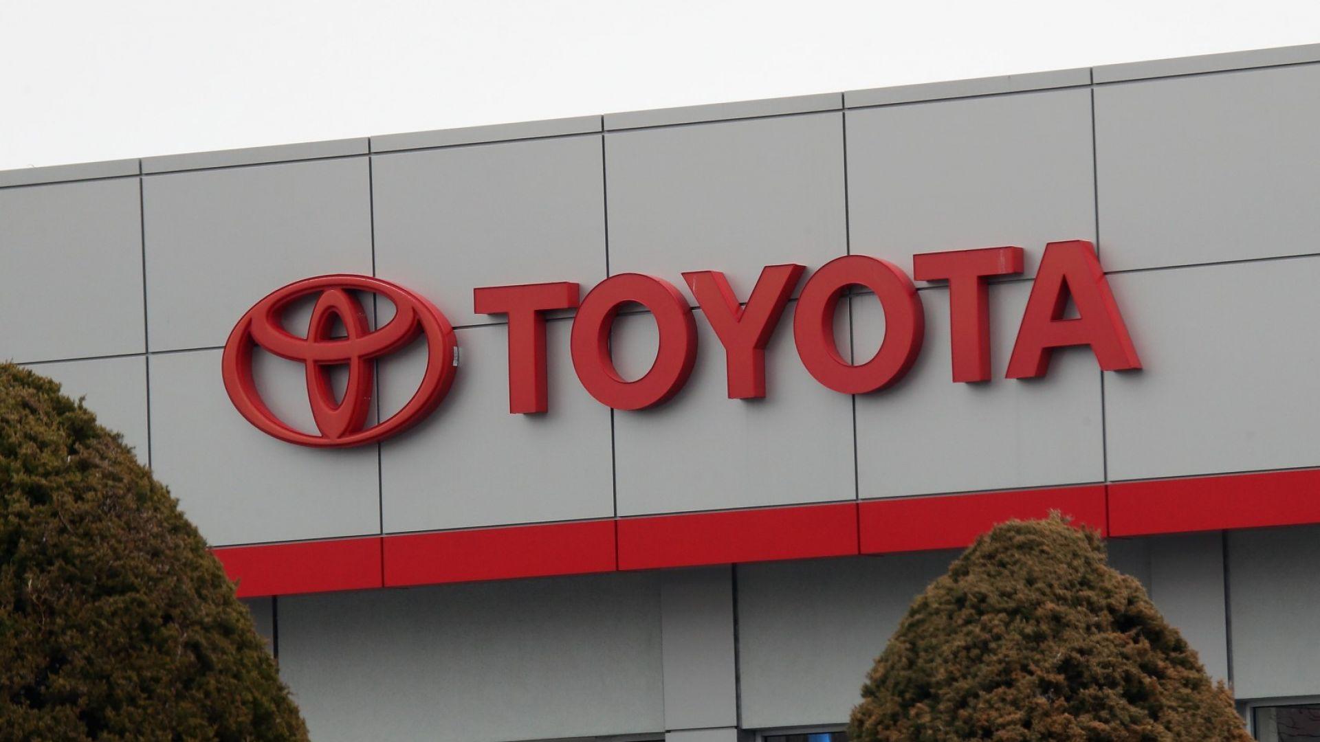 Продажбите на Тойота се сринаха