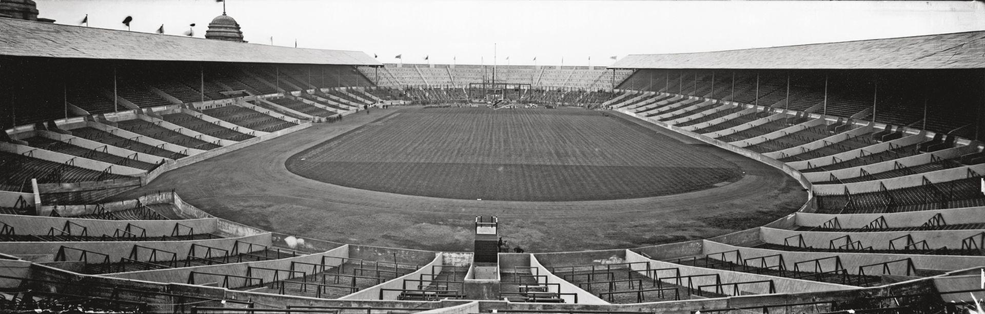 """Стадион """"Уембли"""" през 1923 г., седмици преди откриването му"""