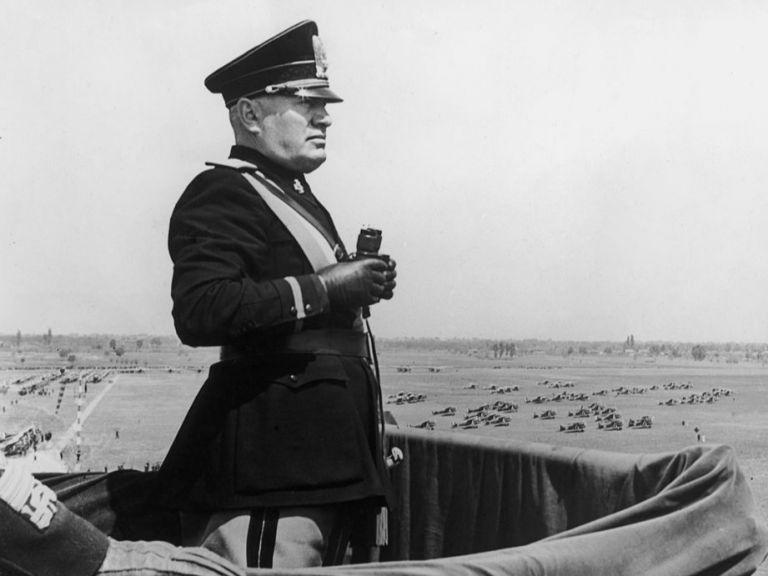 Цели се в гърдите - или как разстреляха Бенито Мусолини | Днес.dir.bg