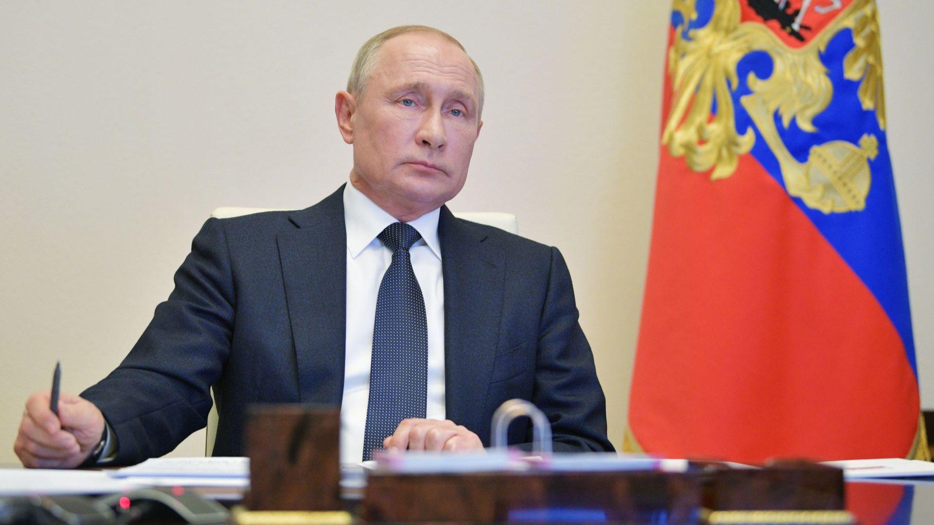 Рейтингът на Путин удари дъното от идването му на власт