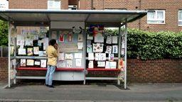Автобусна спирка се превърна в художествена галерия от детски рисунки