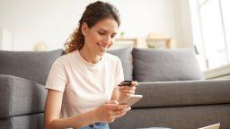 Какво може да правите с мобилното банкиране от вкъщи