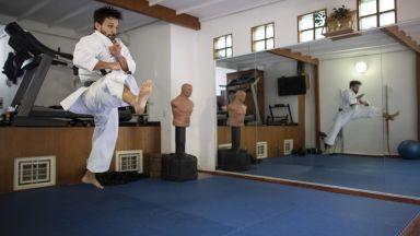 Спорт вкъщи: Най-титулуваният каратист не се отказва от мечтата (Снимки)