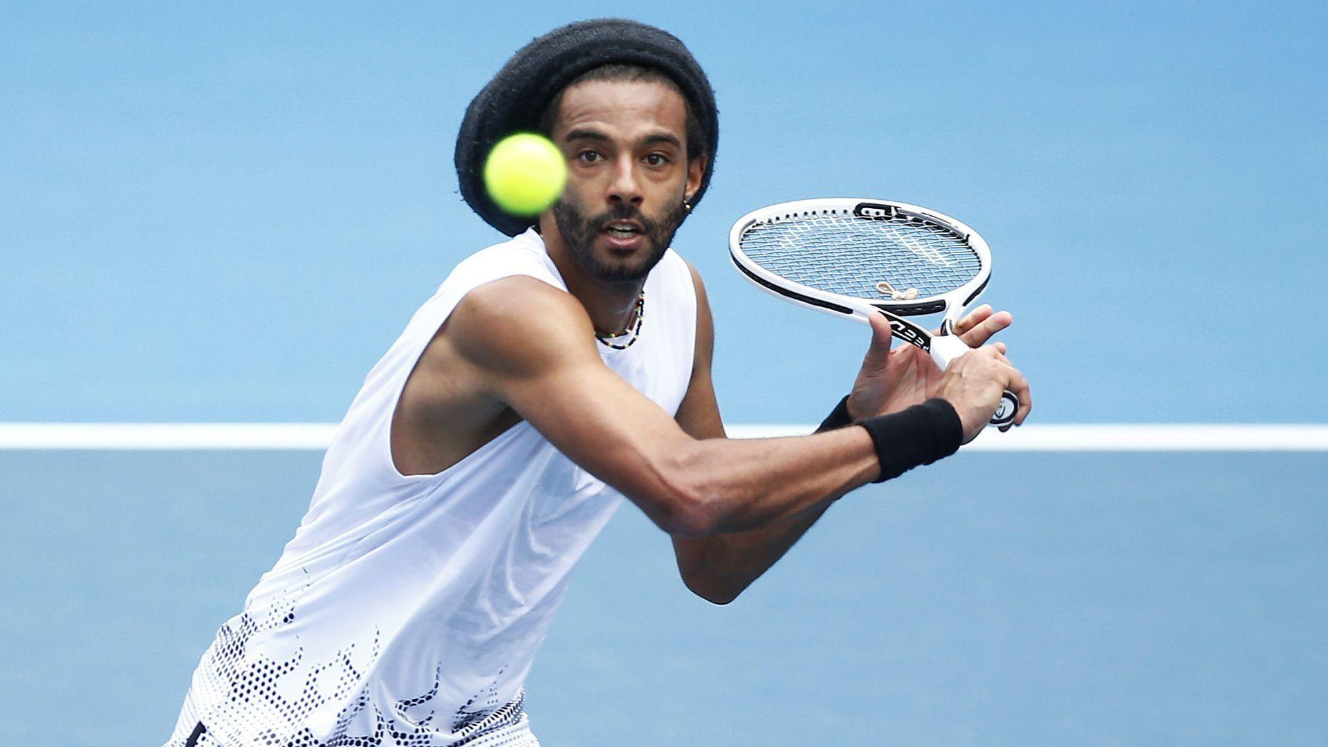 Без подавачи, съдии на линиите и фенове - тенисът се завръща днес в Европа