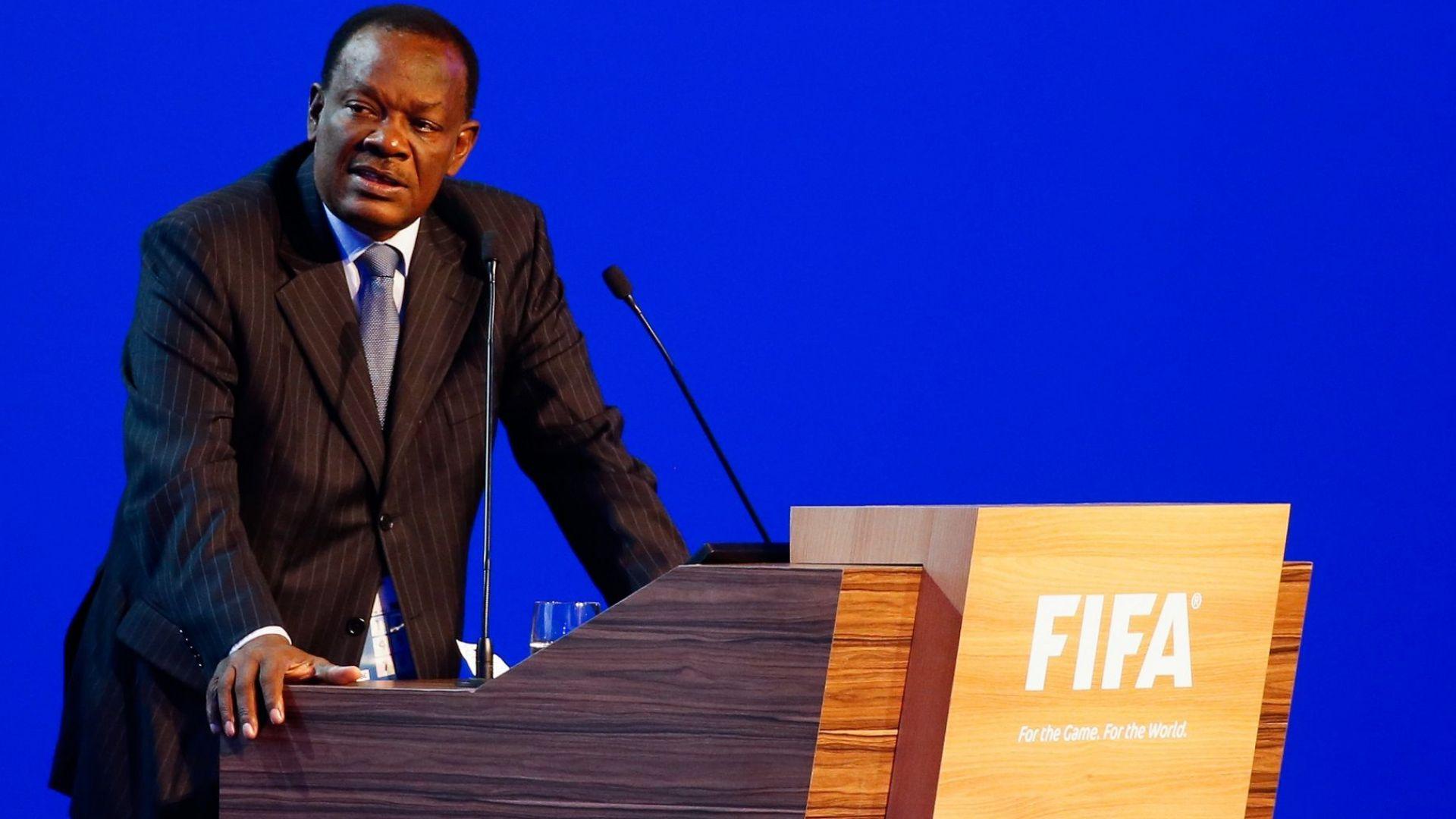 Футболен президент с обвинения за сексуално насилие над момичета