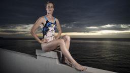 Спорт вкъщи: Златна русалка на покрива (Снимки)