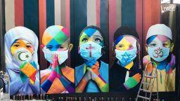 Световноизвестният уличен артист Едуардо Кобра обедини религиите с нов стенопис