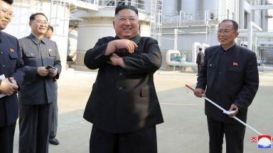 Ким Чен-ун посети наводнен район, осигурява подслон и храна за хората