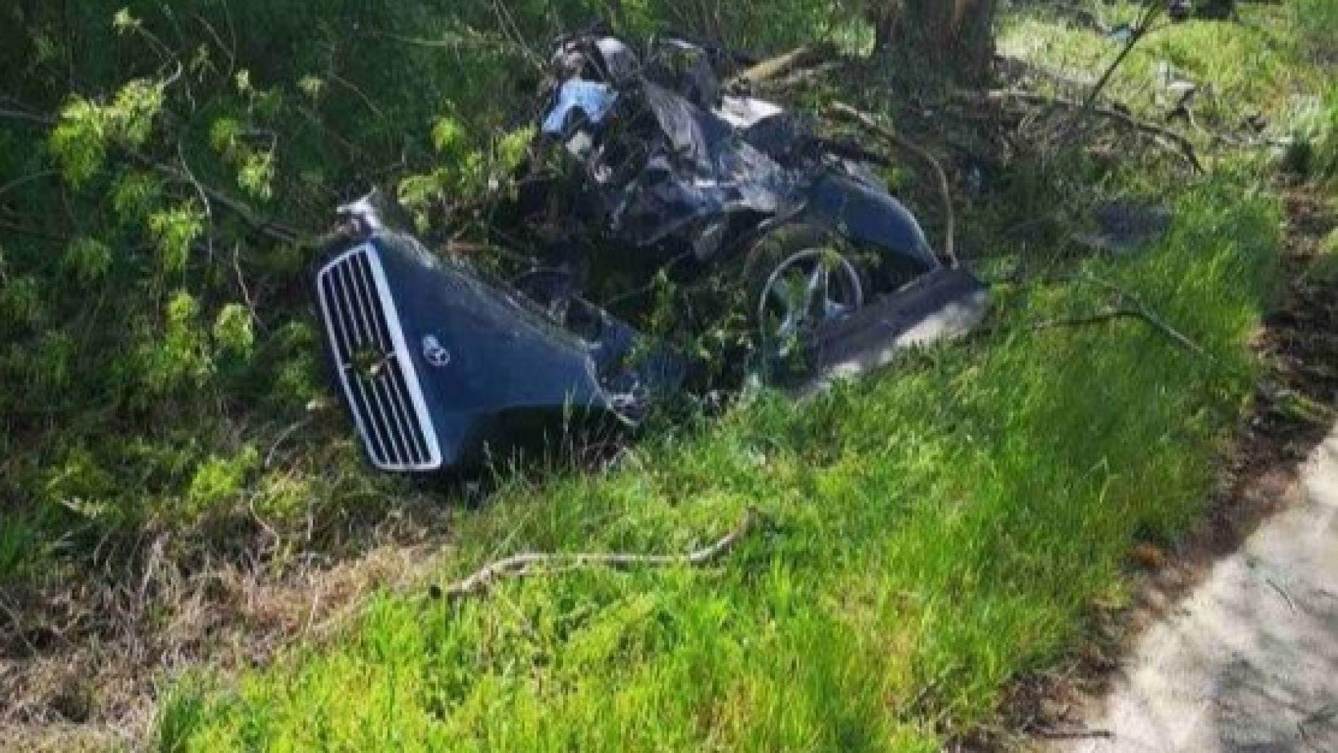 Млад шофьор с мерцедес загина след брутален удар в дърво