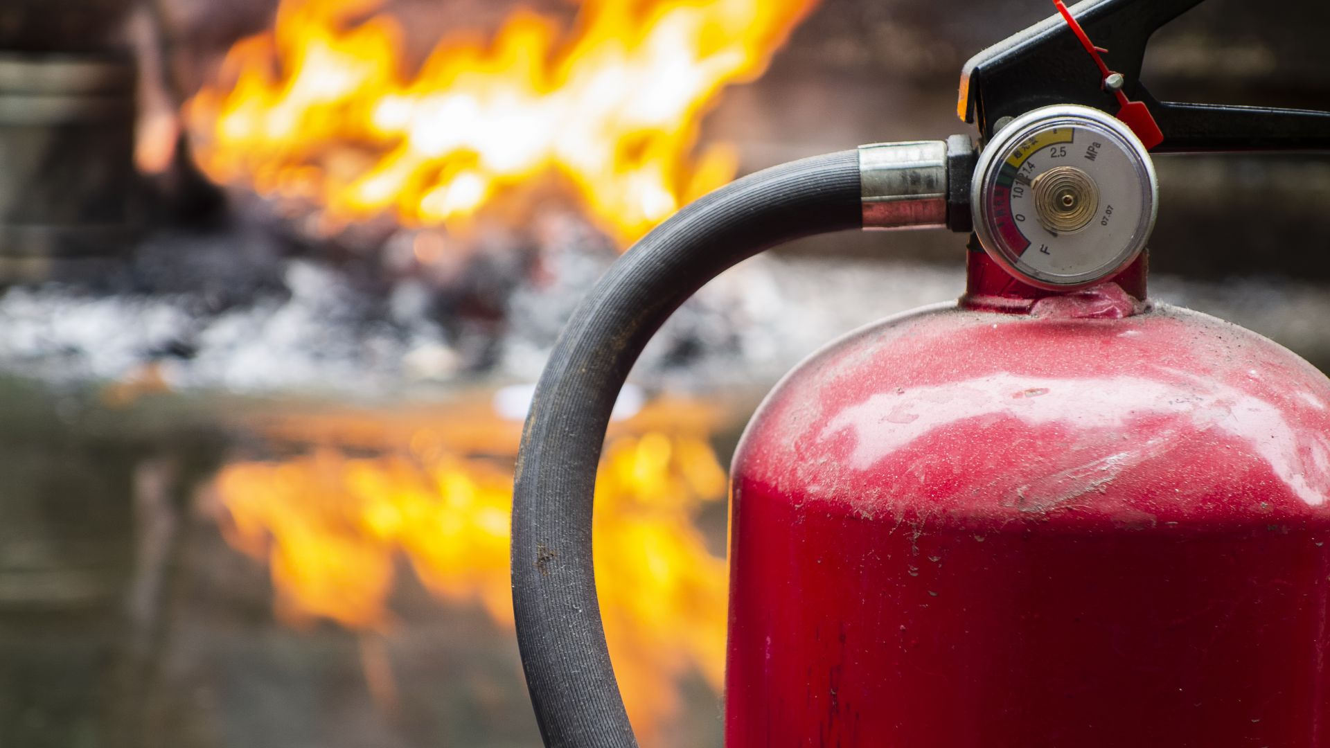 Потушен е пожарът, който избухна в петък вечерта в района