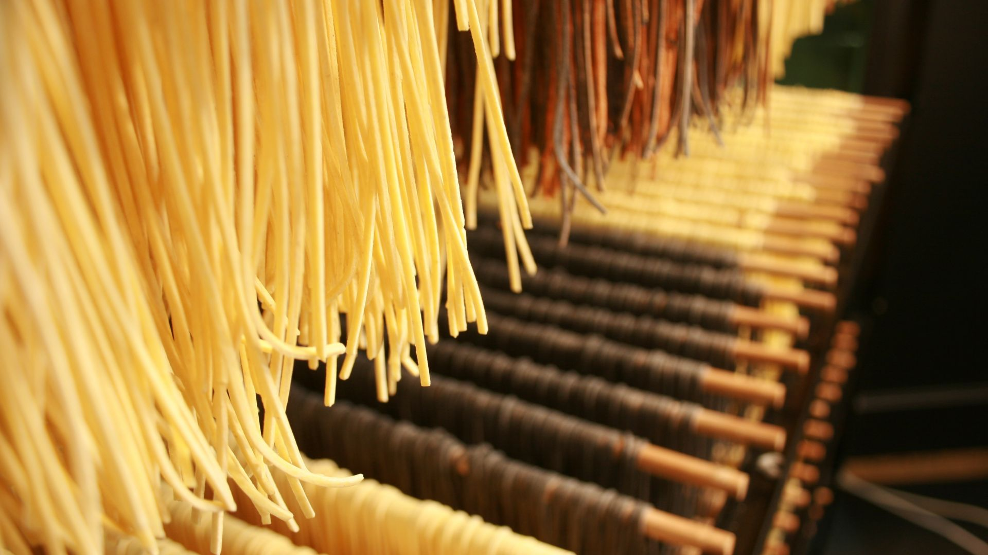 От пастата до моцарелата: малките производители в Италия се опитват да оцелеят в пандемията