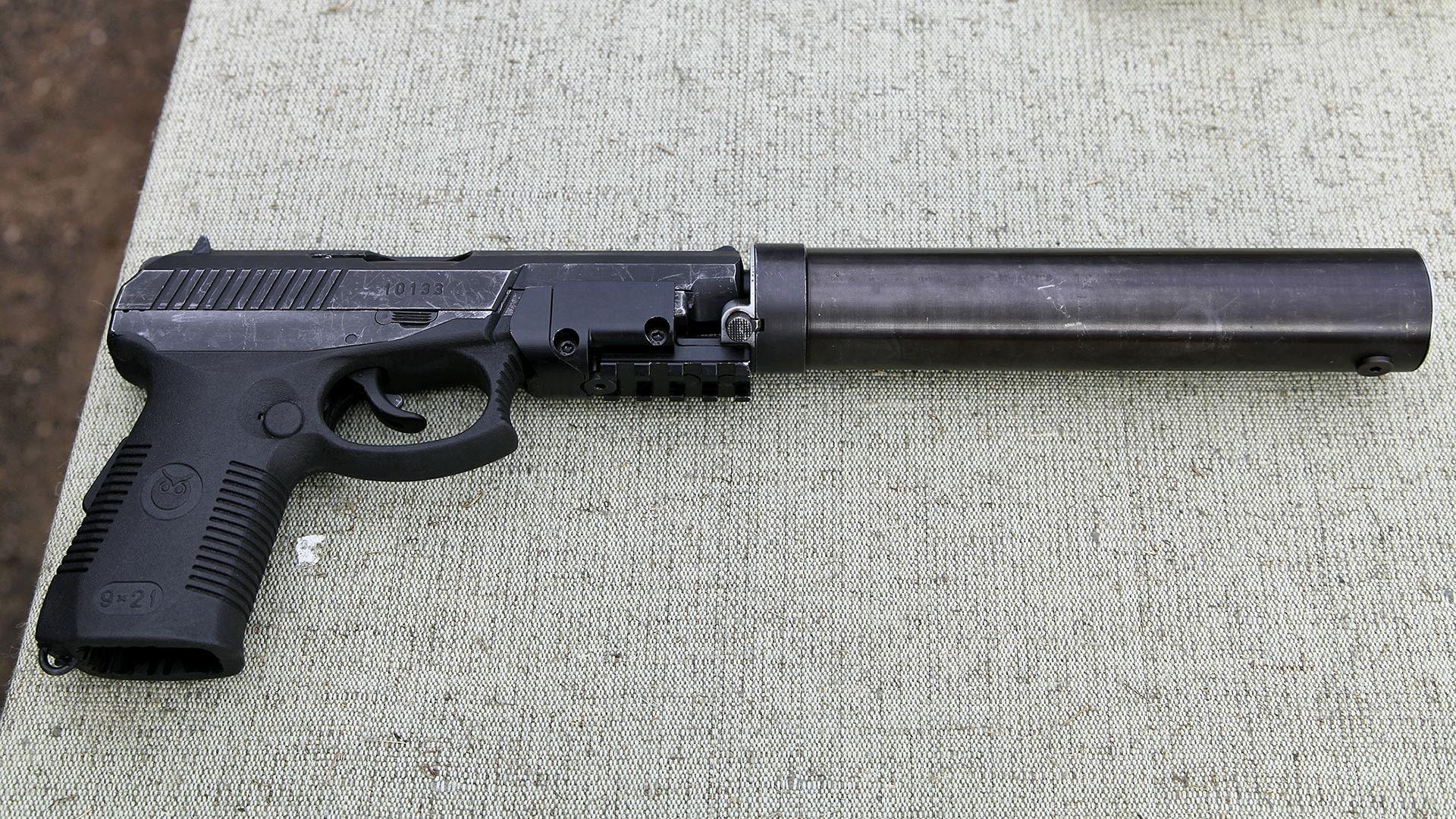 Какво знаем за пистолетът, който пази Путин и е забранен в САЩ